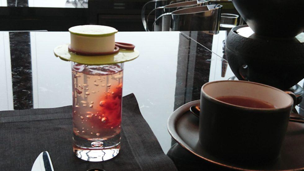 アマン東京のブラックアフタヌーンティーで提供されたフランボワーズシャンパンゼリー
