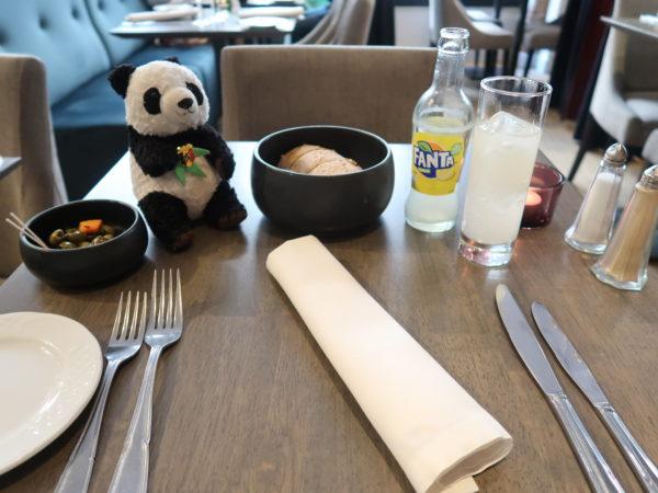 ギャルリーサンチュベールのレストランLeMarmitonのテーブルウェア