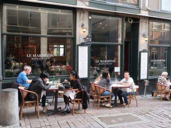 ギャルリーサンチュベールのレストランLeMarmitonのテラス席
