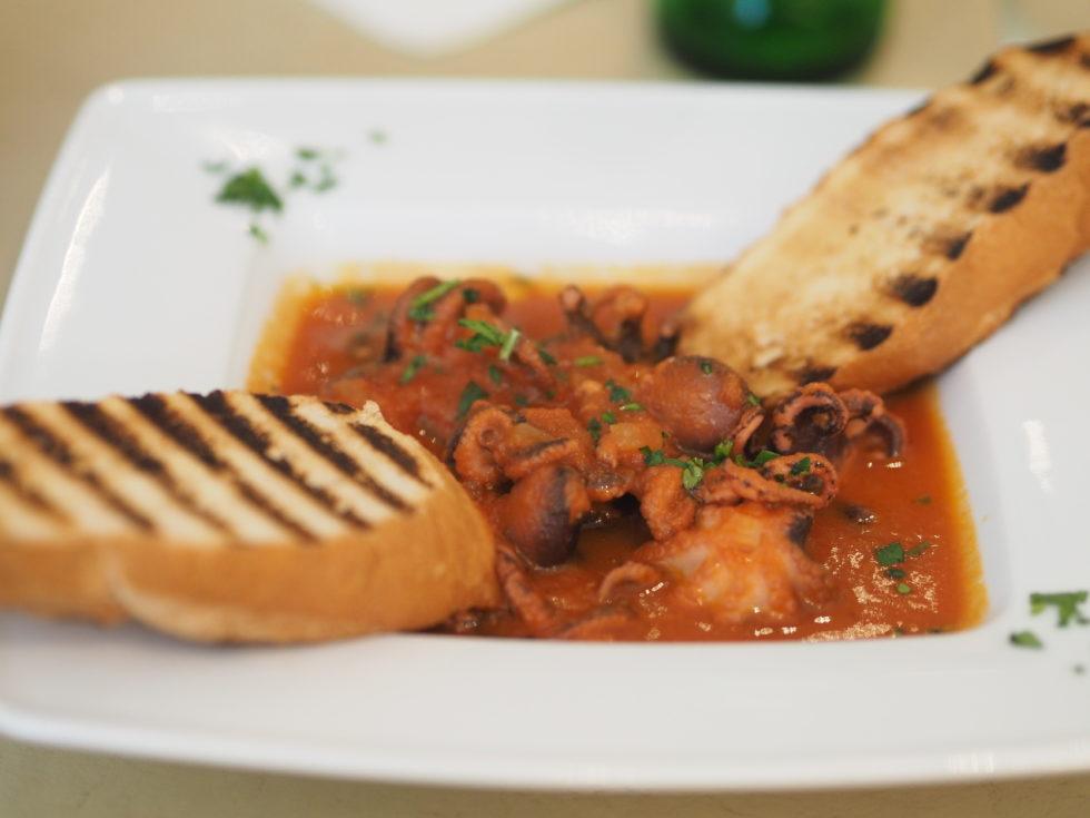 ブリュッセルのイタリアンレストランDaiSardiCaralisの蛸のトマトソース