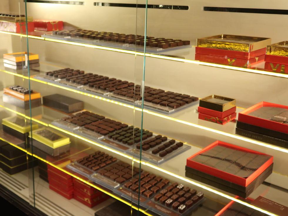 パリのピエールエルメボナパルト店のチョコレート