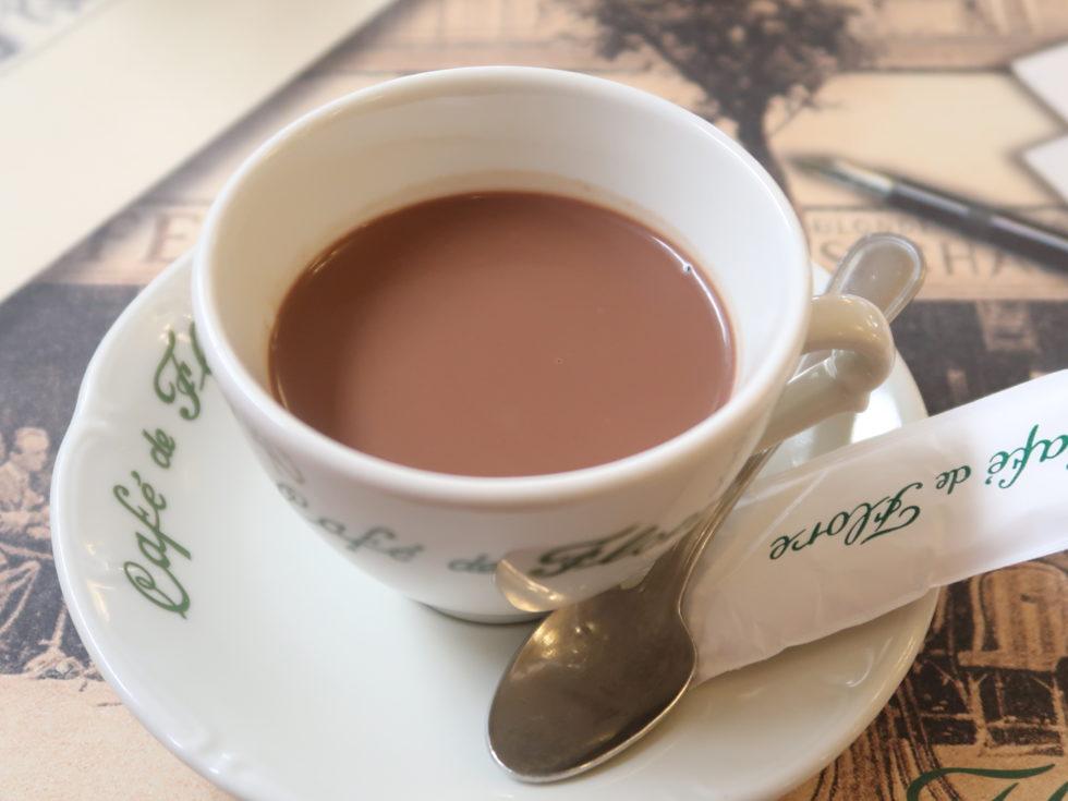 パリのカフェドフロールのホットチョコレート