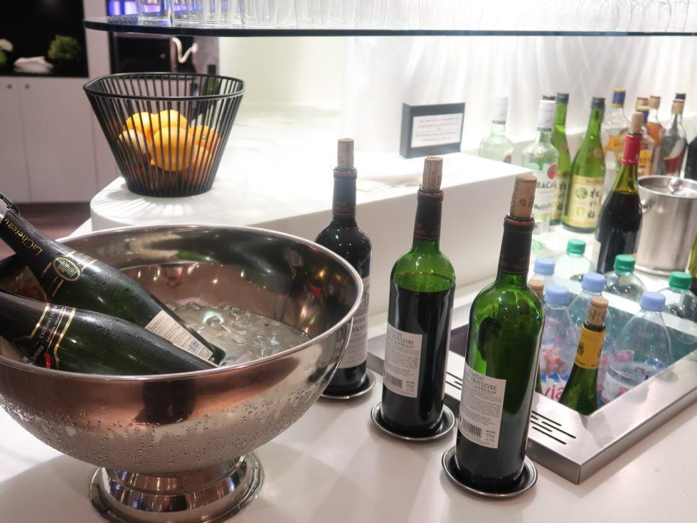 シャルルドゴール空港スターアライアンスビジネスクラスラウンジのワイン
