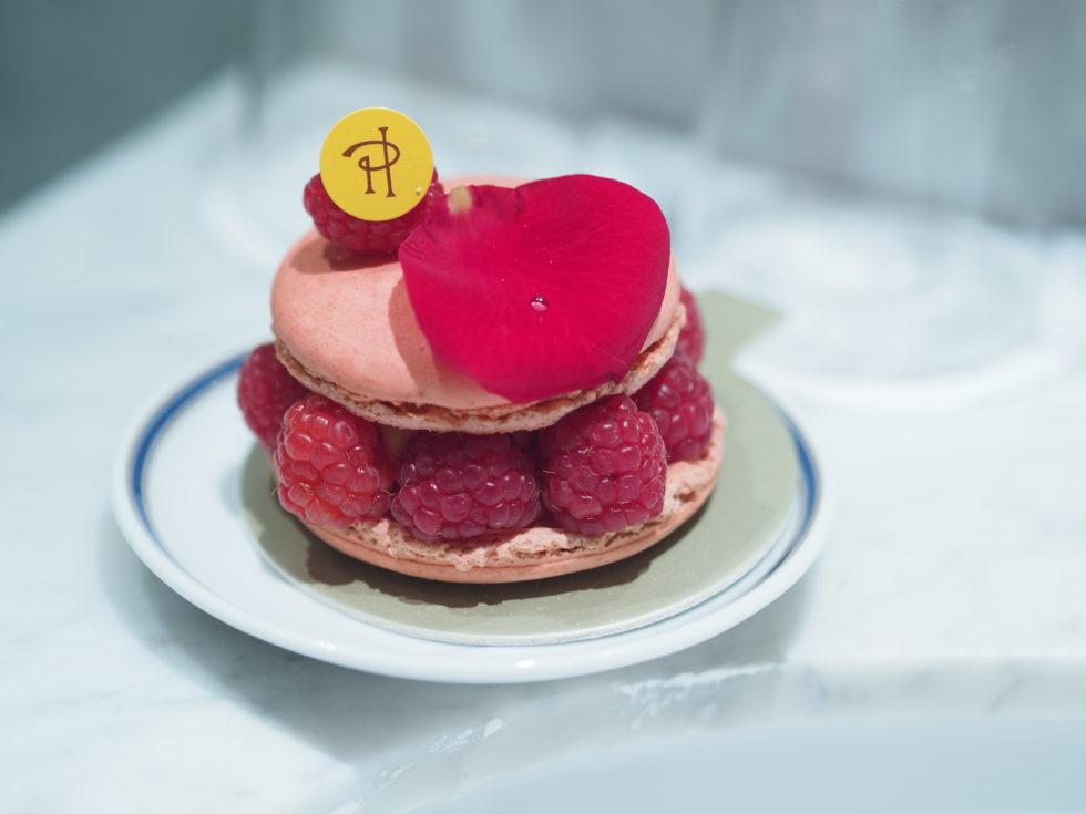 パリのピエールエルメボナパルト店のイスパハン