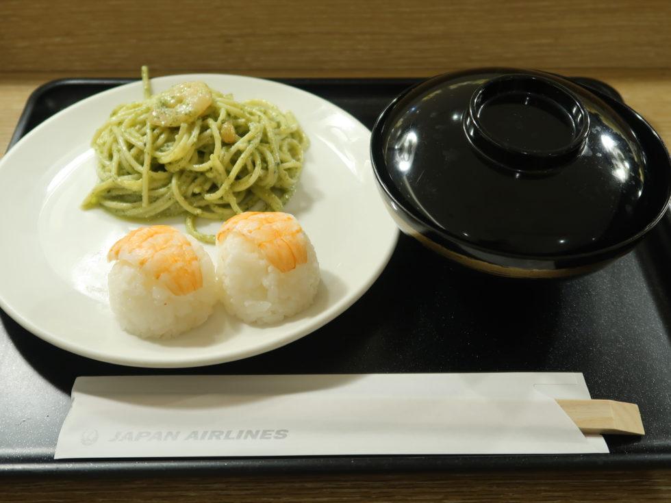 羽田空港国際線ターミナルJALサクララウンジの軽食