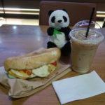 ベトナムのタンソンニャット空港にあるスターカフェのバインミー