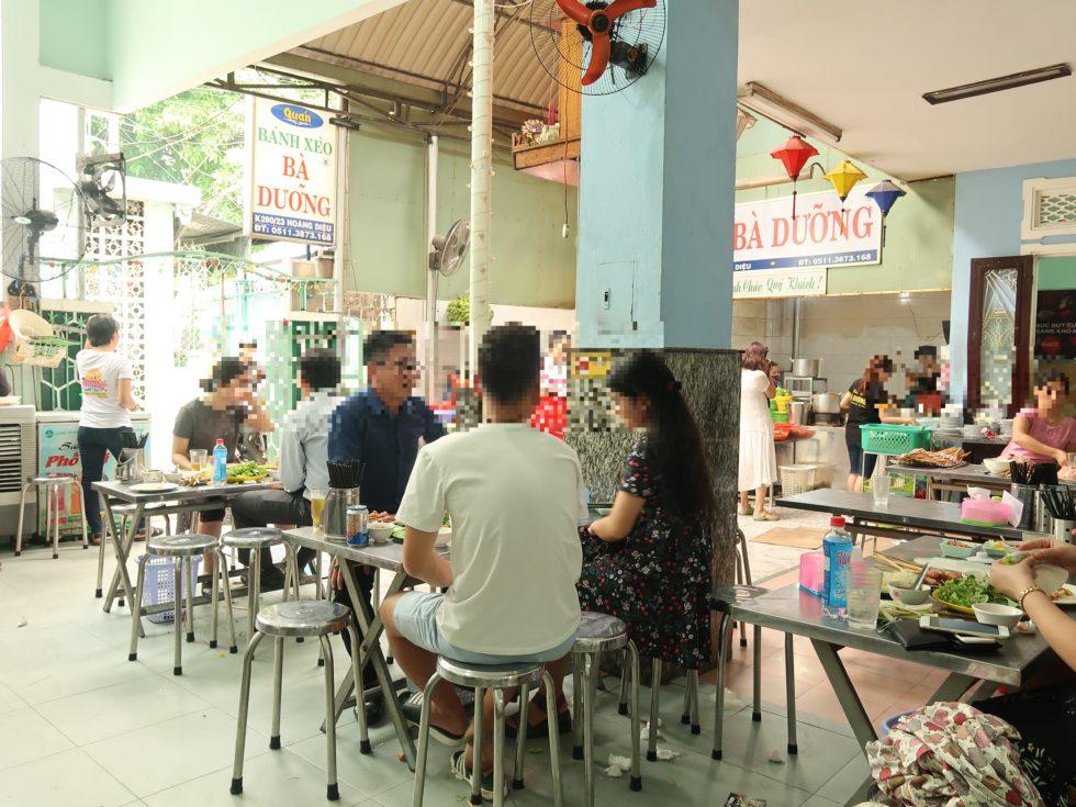 ベトナムダナンにあるバインセオバーユンの店内