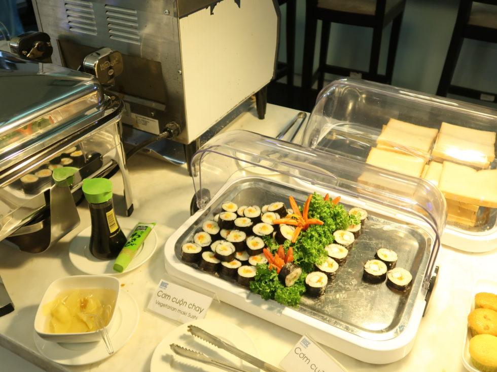 ベトナムホーチミンのタンソンニャット空港ローズラウンジのお寿司