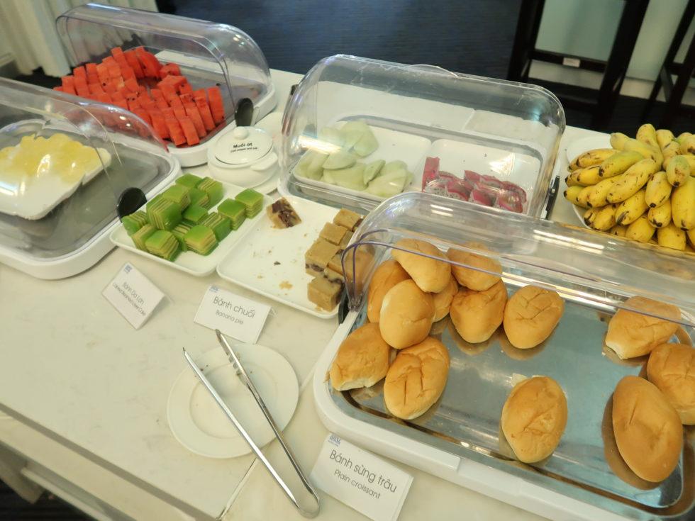 ベトナムホーチミンのタンソンニャット空港ローズラウンジの食事