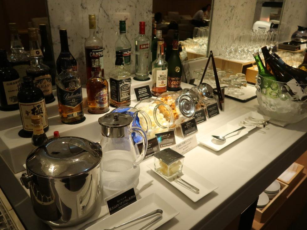 成田空港のJALサクララウンジのアルコール類