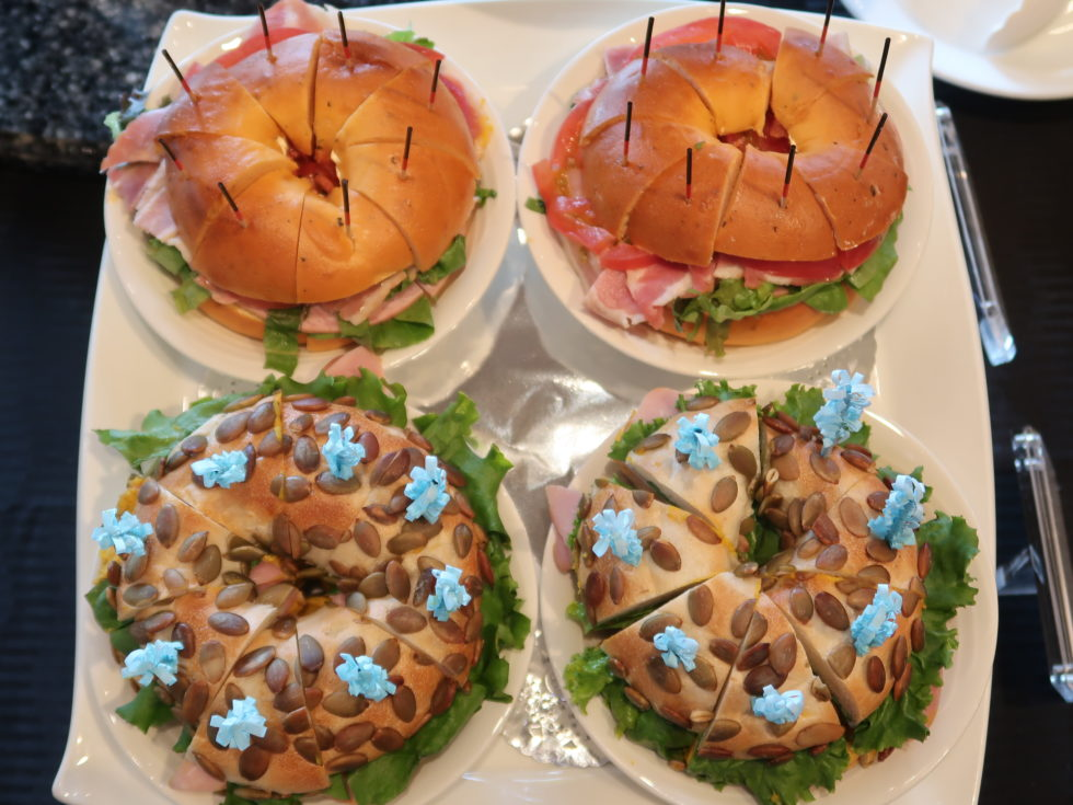 ホテルニューオータニのガーデンラウンジで開催中のサンドイッチ&スイーツビュッフェ