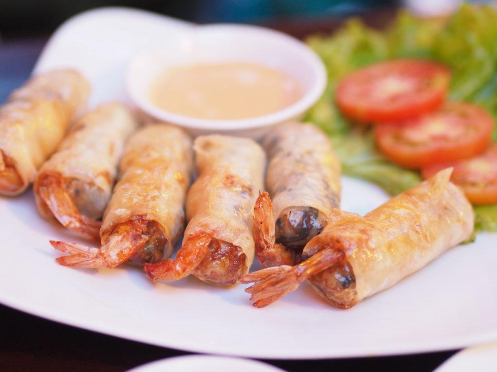 ベトナムダナンのマダムランレストランで食べた海老と豚肉の春巻き