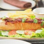 ベトナムのシェラトングランドダナンリゾートのレストランLa Plageのホットドッグ