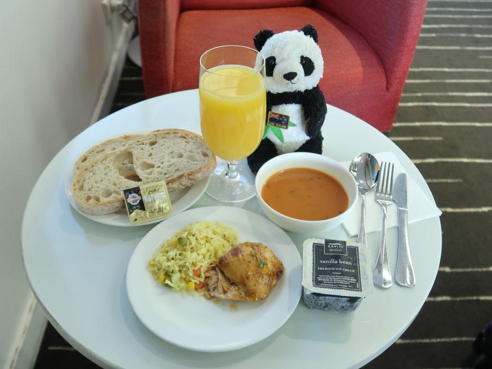 オークランド空港カンタス航空ビジネスラウンジの食事