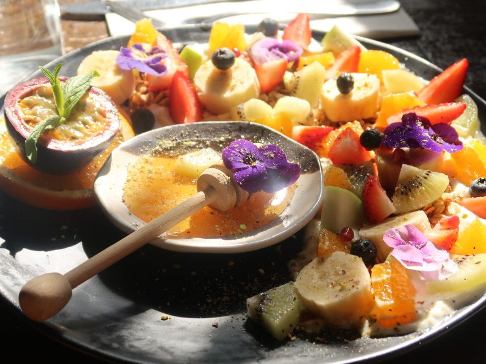 オーストラリアのシドニーにあるCALABURカフェで食べたフルーツグラノーラ