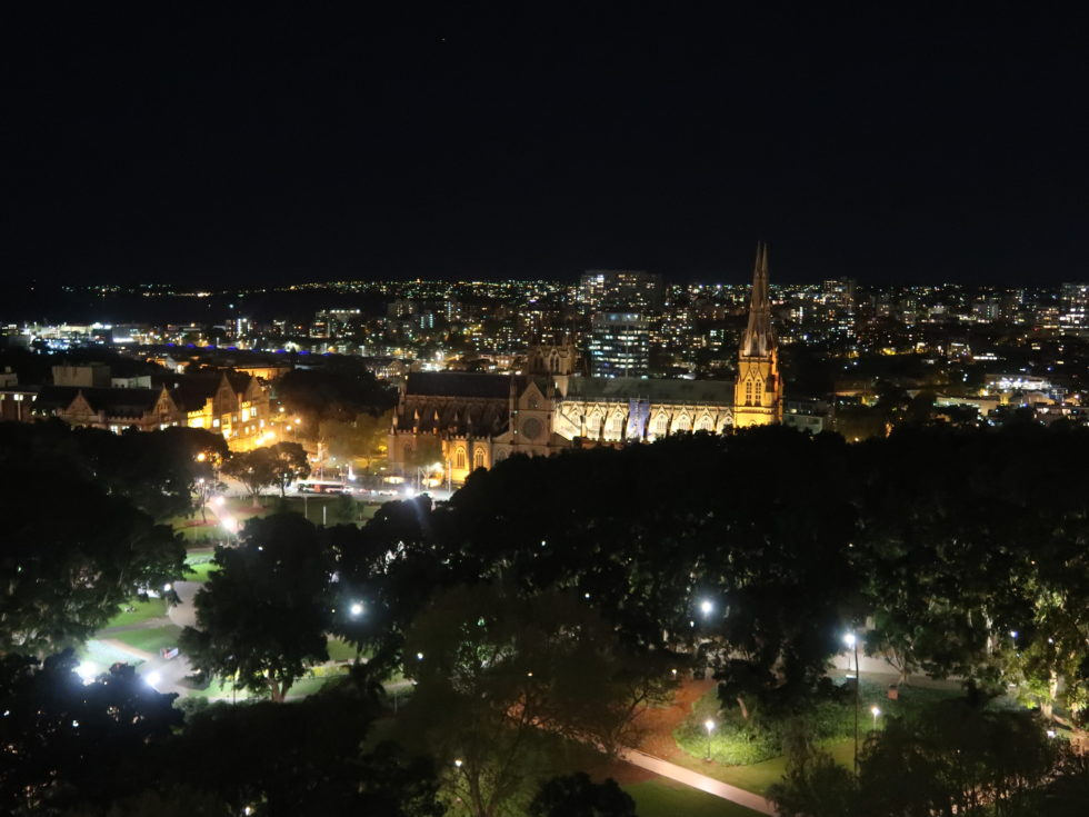 シェラトングランドシドニーハイドパークのクラブラウンジからの夜景