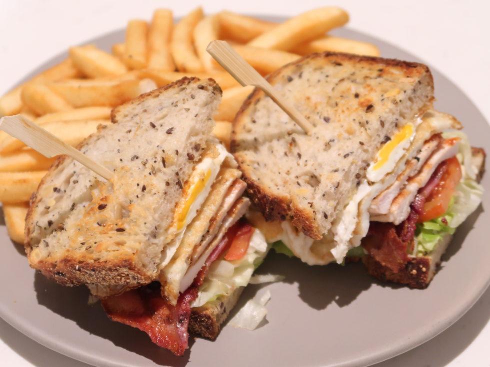 シェラトングランドシドニーハイドパークのルームサービスで食べたサンドイッチ