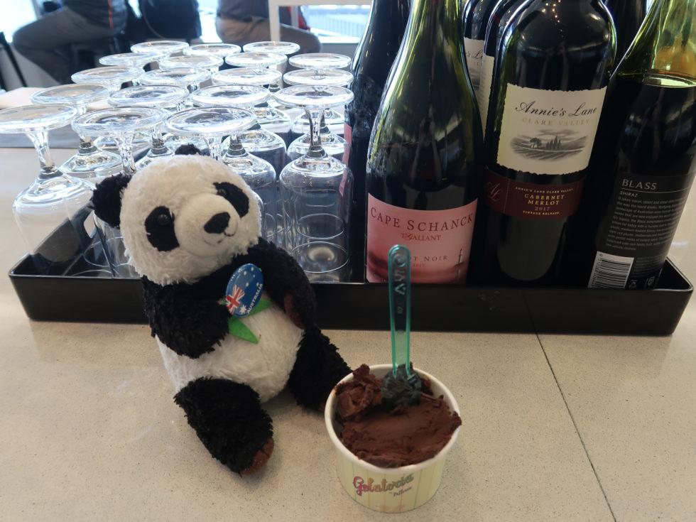 カンタス航空国際線ビジネスラウンジで食べたアイスクリーム