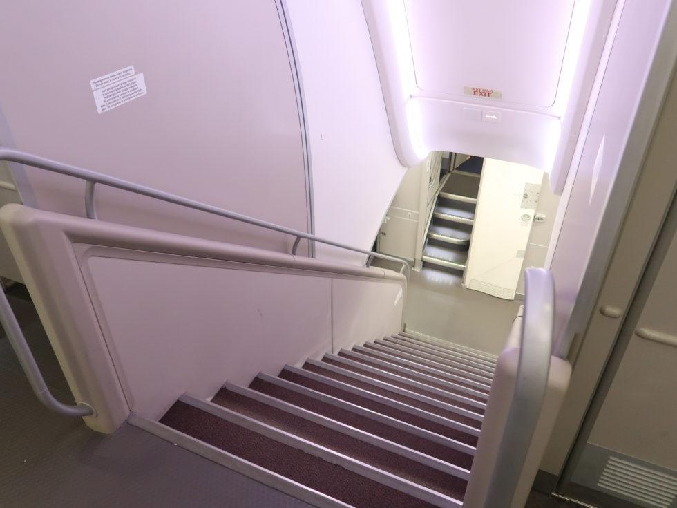 マレーシア航空ビジネスクラスの階段
