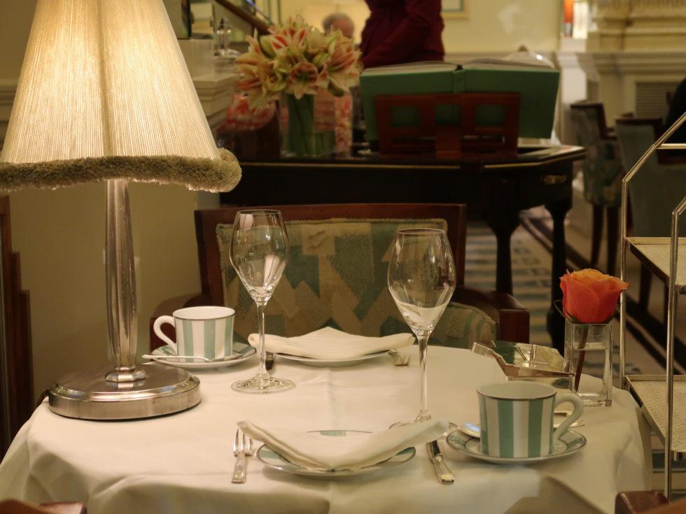 ロンドンクラリッジスのアフタヌーンティーテーブルウェア