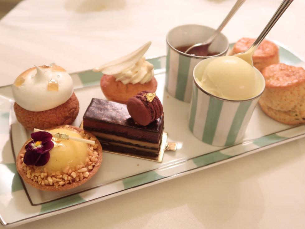 ロンドンクラリッジスのアフタヌーンティーで食べたケーキとスコーン