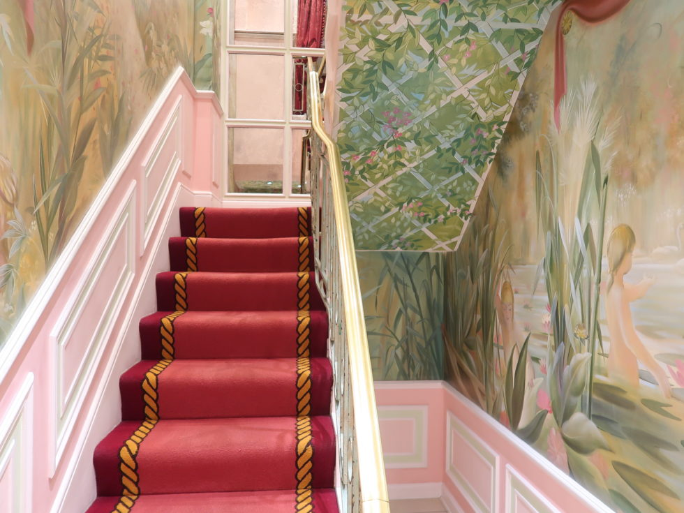 ザ・リッツロンドンのトイレへの階段