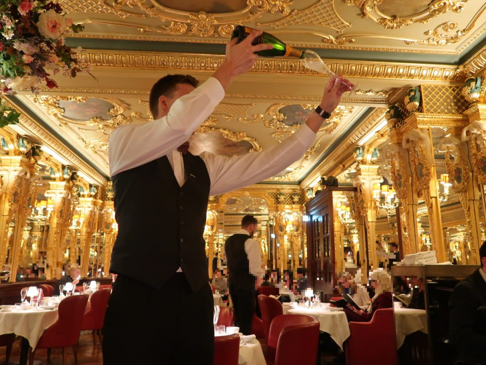 ロンドンのホテルカフェロイヤルのシャンパンアフタヌーンティー