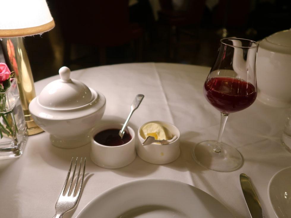 ロンドンのホテルカフェロイヤルのアフタヌーンティー