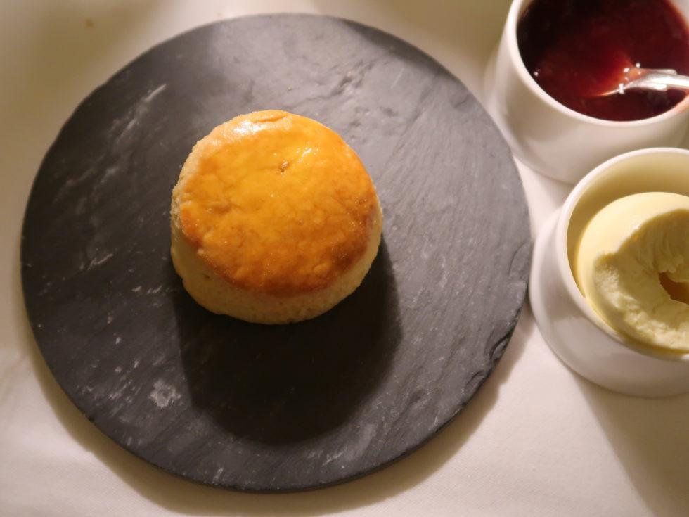 ロンドンのホテルカフェロイヤルで食べたアフタヌーンティーのスコーン