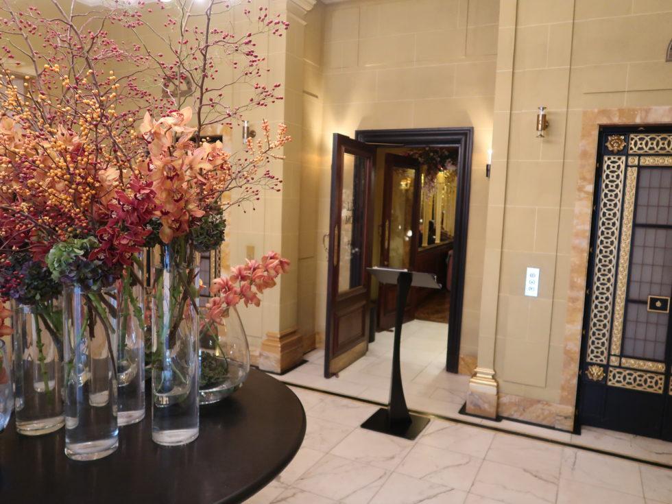 ロンドンのホテルカフェロイヤルのアフタヌーンティー会場の入り口
