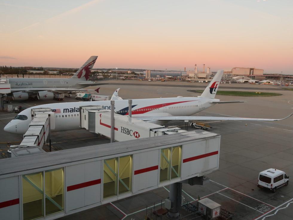 ロンドンヒースロー空港のマレーシア航空機