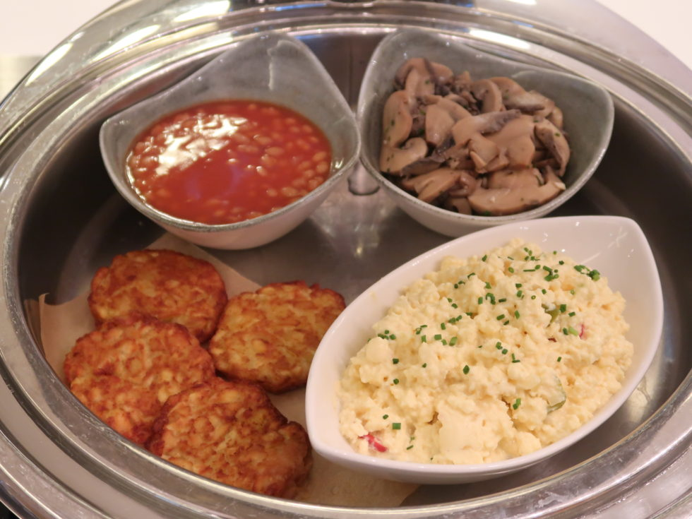 ロンドンヒースロー空港のマレーシア航空ゴールデンラウンジの食事