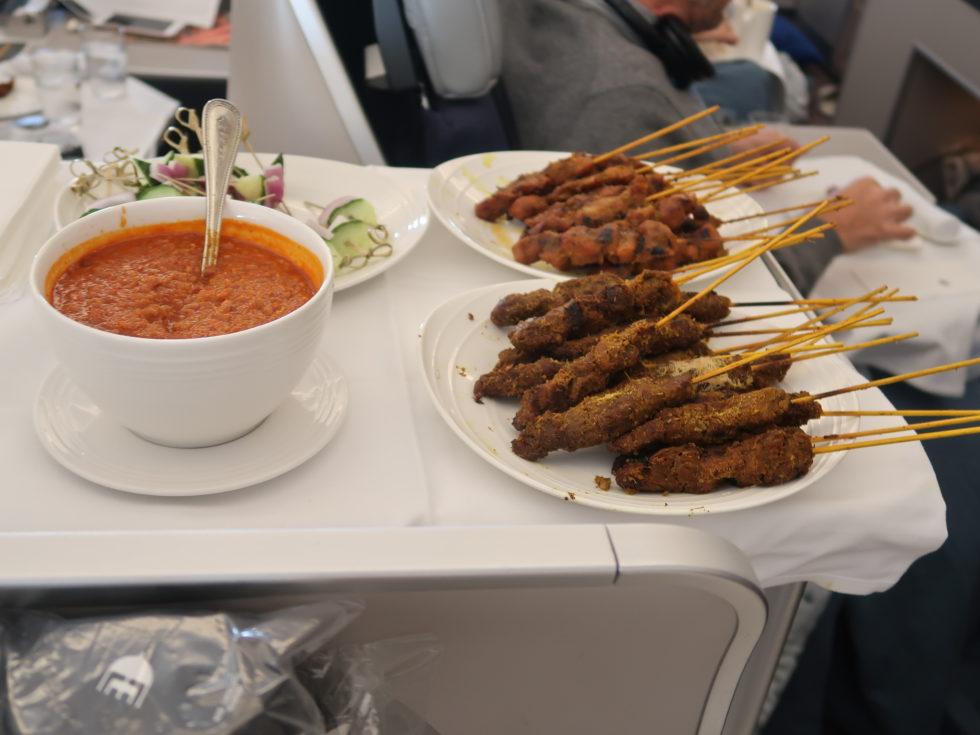 マレーシア航空ビジネスクラス機内食ワゴンサービスのサテ