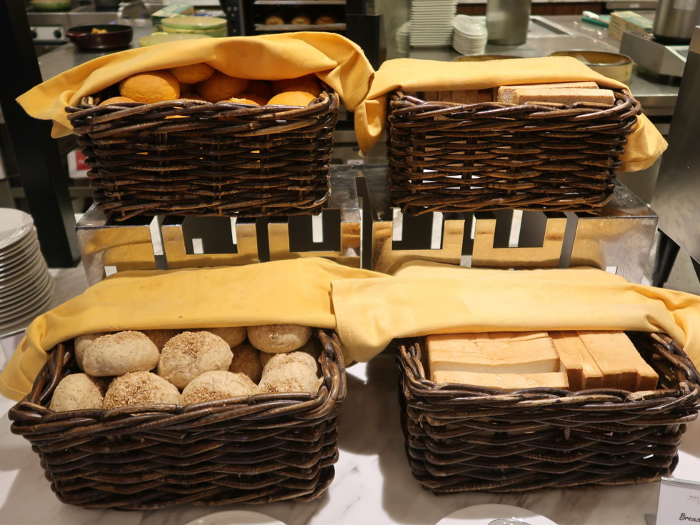 クアラルンプール空港ゴールデンラウンジサテライトの朝ごはんのパン