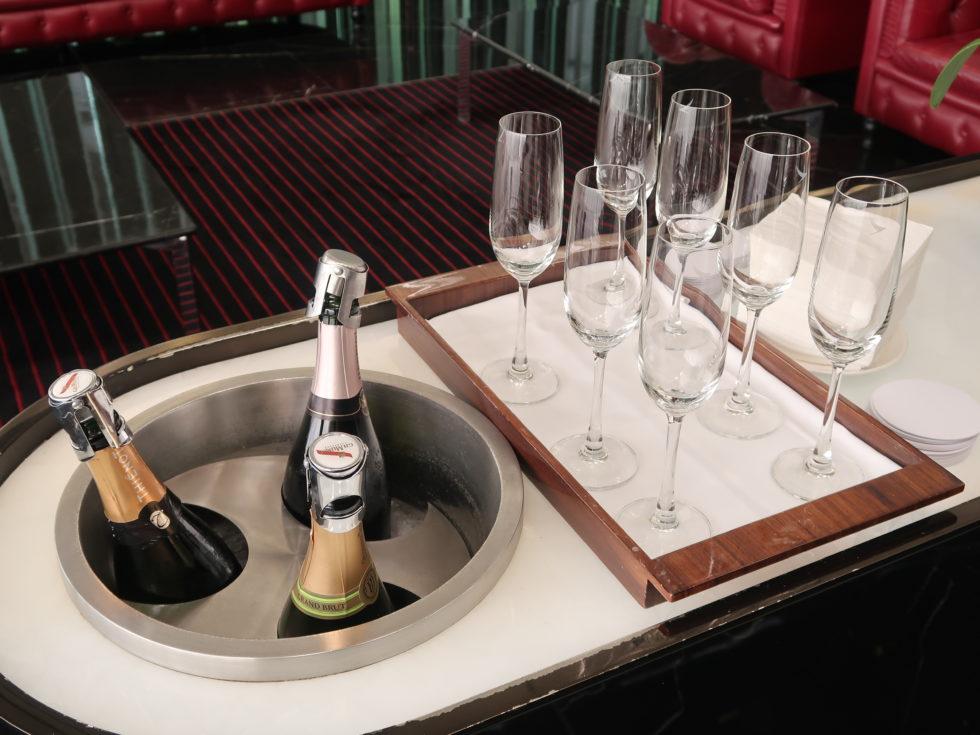 香港国際空港キャセイパシフィックファーストクラスラウンジTHE WINGのスパークリングワイン
