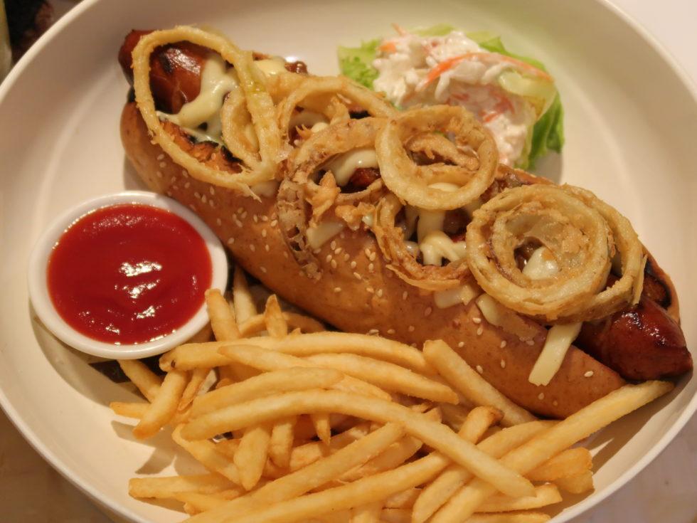ザストーンズホテルレギャンバリオートグラフコレクションのルームサービスで食べたホットドッグ