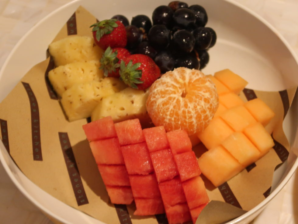 ザストーンズホテルレギャンバリオートグラフコレクションのルームサービスで食べたフルーツ