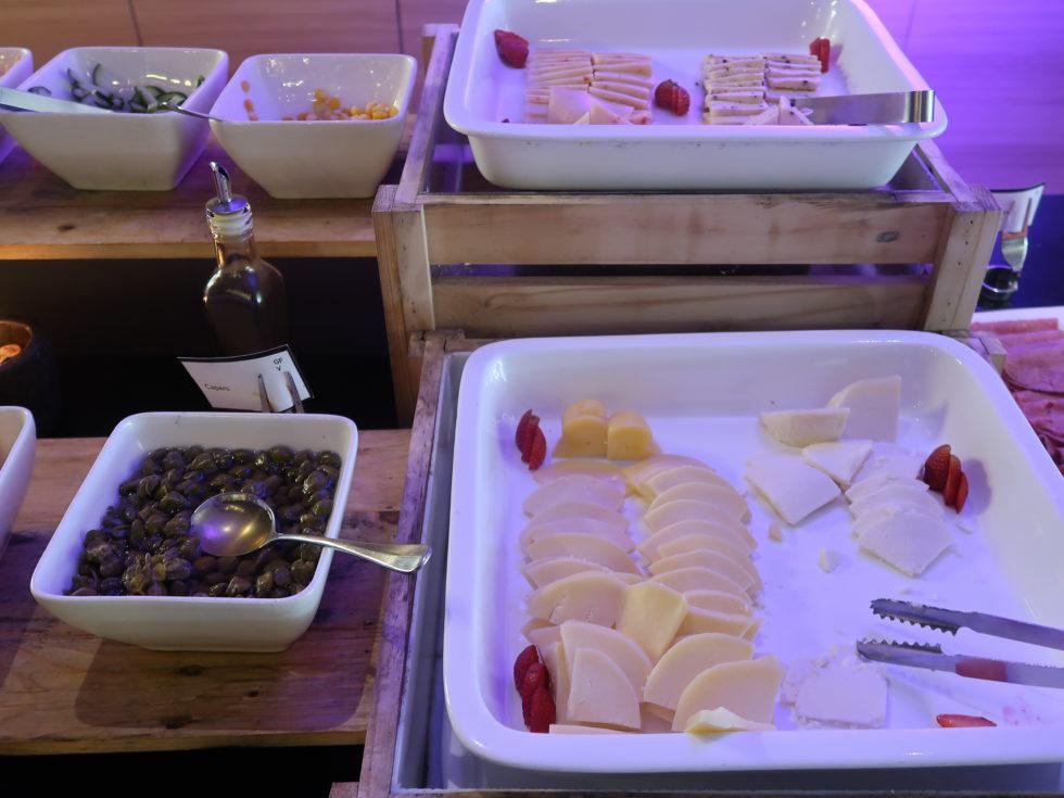ザストーンズホテルレギャンバリオートグラフコレクション朝食ビュッフェのチーズ