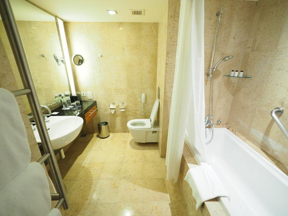 バンコクにあるロイヤルオーキッドシェラトンホテル&タワーズの客室