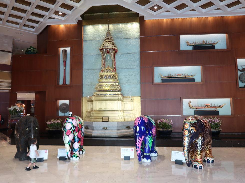 バンコクにあるロイヤルオーキッドシェラトンホテル&タワーズののエントランス