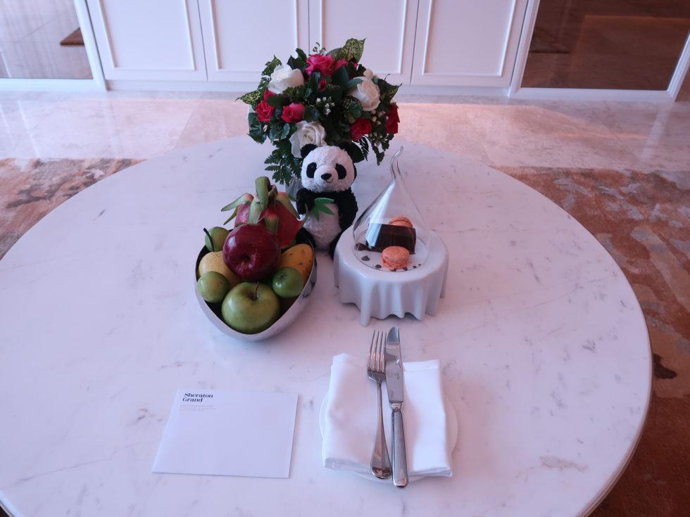ベトナムのシェラトングランドダナンリゾートスイートルームのウェルカムフルーツ