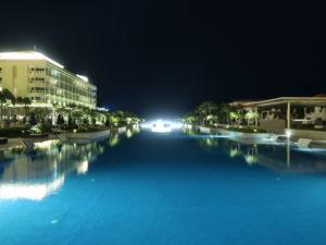 ベトナムのシェラトングランドダナンリゾートのロングプール