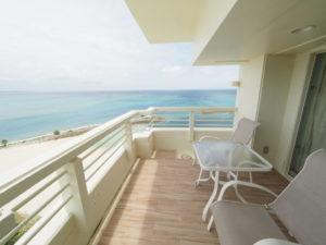 シェラトン沖縄サンマリーナリゾートオーシャンスイートルームのバルコニー