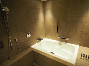 シェラトン沖縄サンマリーナリゾートオーシャンスイートルームのバスルーム